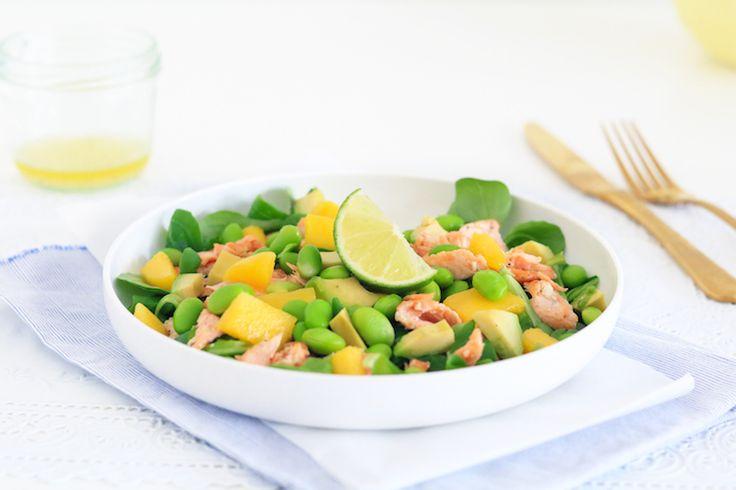 Een frisse salademet zalm bomvol gezonde ingrediënten, met een zoetje, een zuurtje, iets romigs en iets knapperigs. Een topcombi als je het ons vraagt.Je m