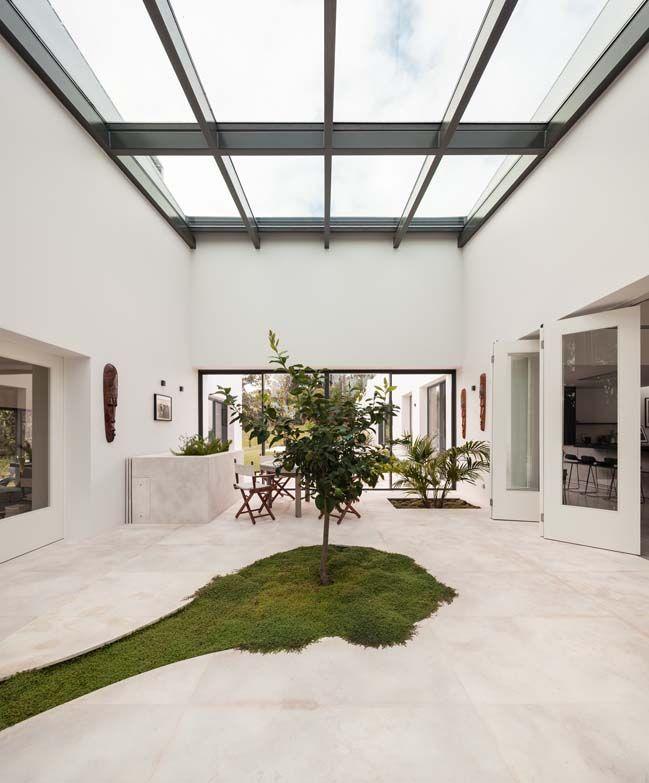 Modern villa in Cascais by Fragmentos 45