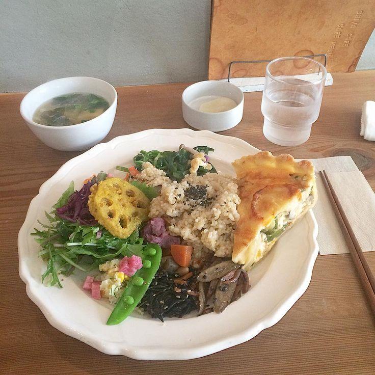 2016. 4.23. シヴァカフェさん納め。 オープンと同時に伺いましたが、予約席ばかりで、ギリギリセーフで入店(^^;; . *おばんざいプレート 色んなお惣菜が少しずつ。 メインは明太子とベーコンのキッシュをチョイスして。 どれもとっても美味しいな♪ . . *****  #cafe   #cafe部   #cafe巡り   #カフェ    #東京カフェ   #カフェ部    #カフェ巡り   #子連れカフェ巡り   #子連れカフェ   #吉祥寺   #吉祥寺カフェ   #シヴァカフェ   #ShivaCafe