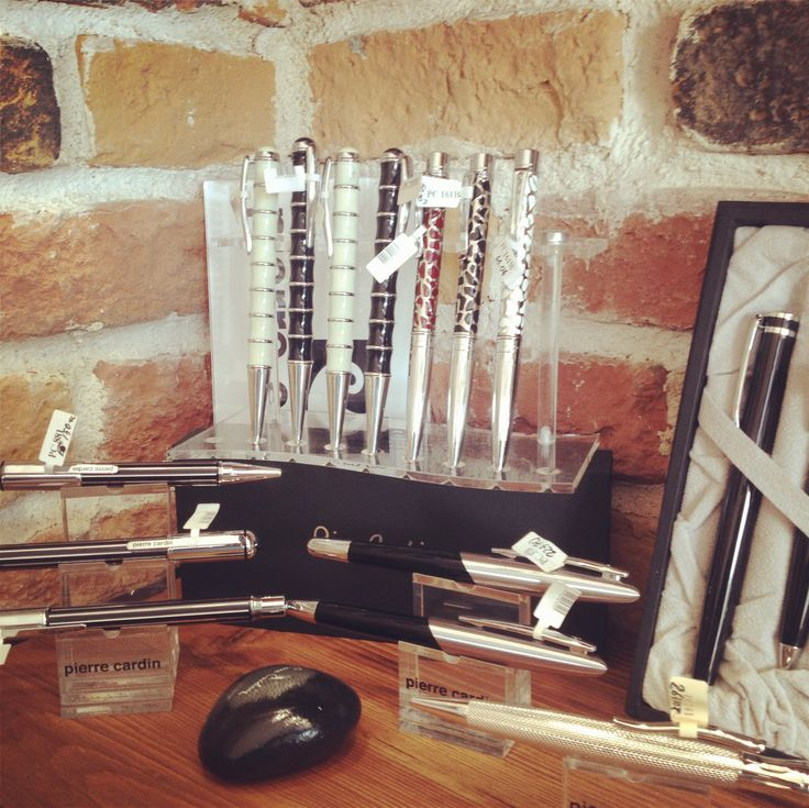 Pierre Cardin'in birbirinden şık kalemleri ile sevdiklerinize kendilerini özel hissettirme fırsatını kaçırmayın! www.gumuskalem.com.tr