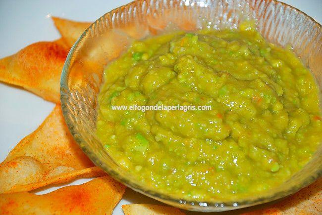 Guacamole casero. Hoy vamos a ver cómo se prepara de una manera rápida y casera  el guacamole . Es indispensable en cualquier tipo de com...