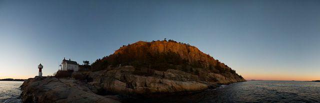 Odderøya fyr - panorama i solnedgang.
