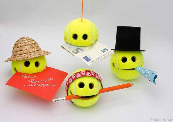 Smiley Tennisball mit Saugnapf / starkem Neodymmagnet von pigallume                                                                                                                                                                                 Mehr