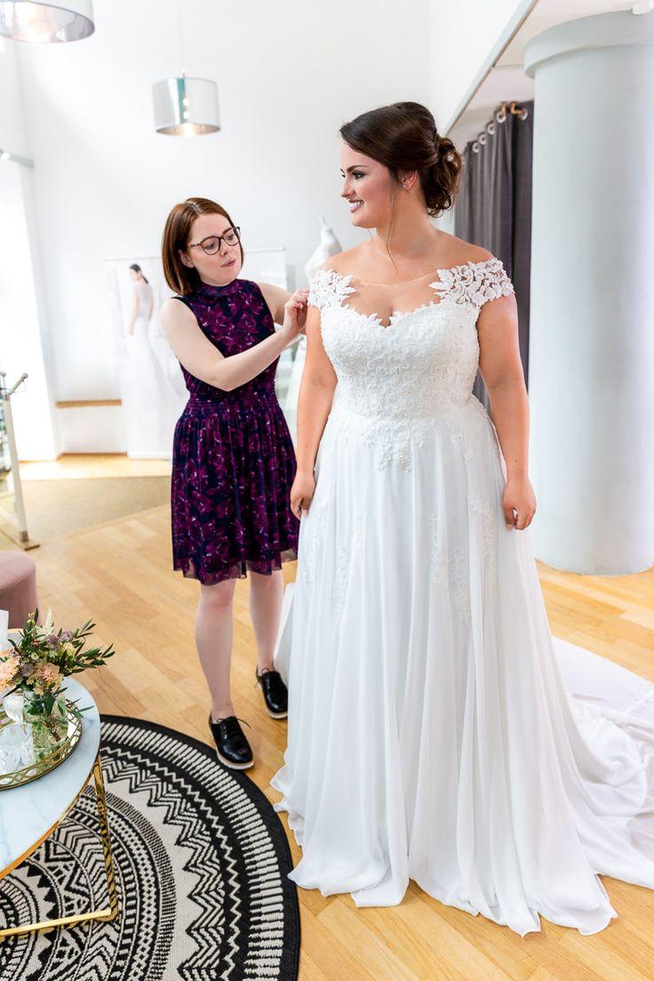 Curvy Brautkleid: Bei unserem Curvy Bride Shooting in Kiel haben wir gezeigt, dass auch Frauen abseits von size Zero in Brautkleider ganz wundervoll a…