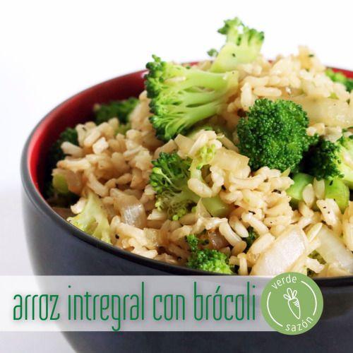 Arroz integral con Brocoli  (en el horno)   Ingredientes para 4 porciones:  1 taza de arroz integral  2 tazas de agua  ¼ cdita de ajo en polvo  ¼ cdita de cebolla en polvo  1 cdita de sal  Pizca de pimienta  ½ taza de cebolla picada  2 tazas de brócoli en trozos pequeños