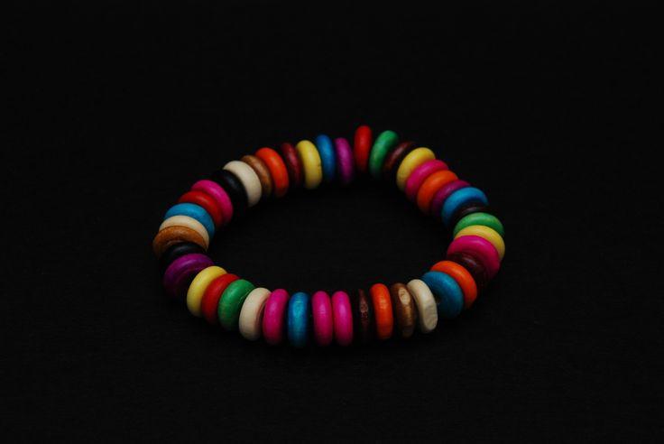 Bracciale elastico perle schiacciate in legno colorato