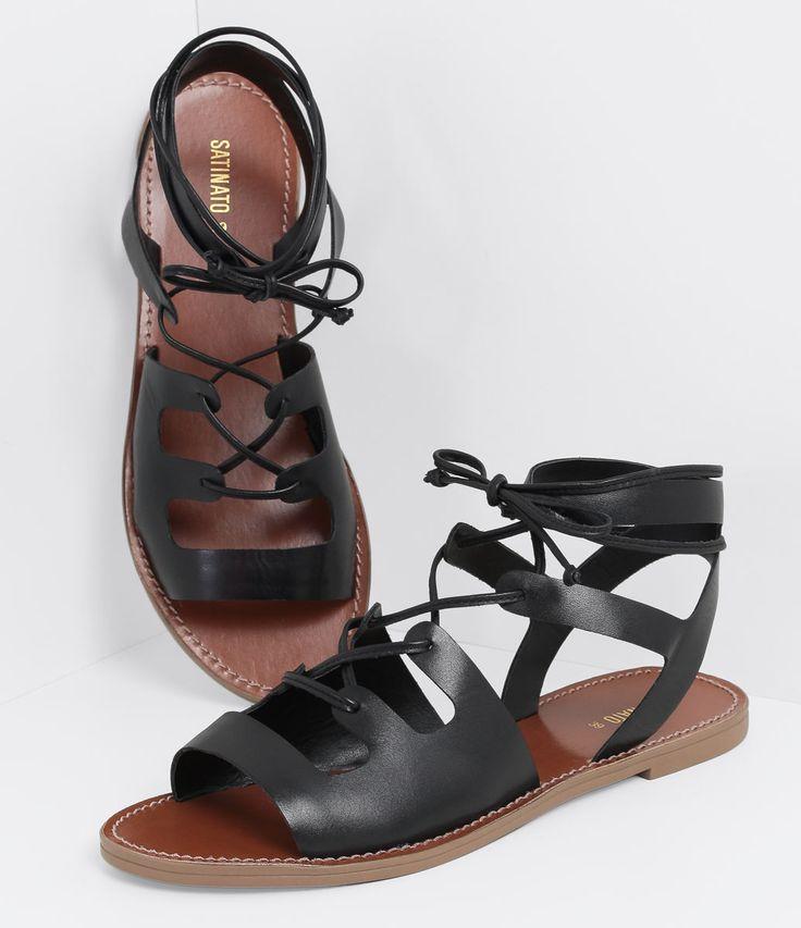 Sandália feminina  Modelo gladiadora  Rasteira  Com amarração   Marca: Satinato    Material: sintético        COLEÇÃO INVERNO 2016     Veja outras opções de   sandálias femininas.       Sobre a marca Satinato     A Satinato possui uma coleção de sapatos, bolsas e acessórios cheios de tendências de moda. 90% dos seus produtos são em couro. A principal característica dos Sapatos Santinato são o conforto, moda e qualidade! Com diferentes opções e estilos de sapatos, bolsas e acessórios. A…
