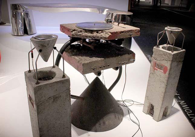 Ron Arad, Concrete Stereo
