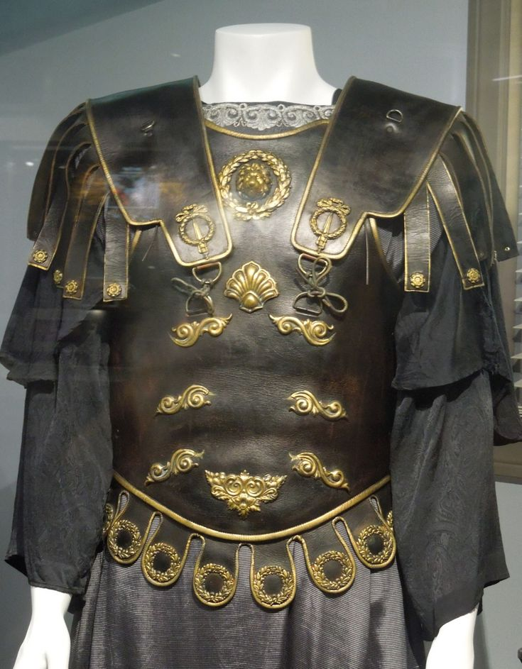 Commodus movie costume - Gladiator | Weapons and armor ...