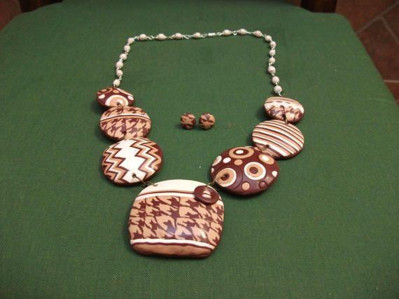 Conjunto de collar medi y pendientes de boton por ARTESANIAALMA