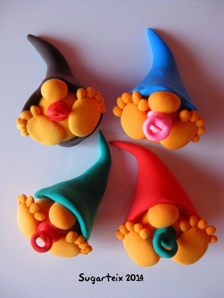 Broches duende. Si te gustan puedes adquirirlos en nuestra tienda on-line: http://www.mistertrufa.net/sugarshop/ Ver más en: http://mistertrufa.net/librecreacion/groups/jumping-clay/