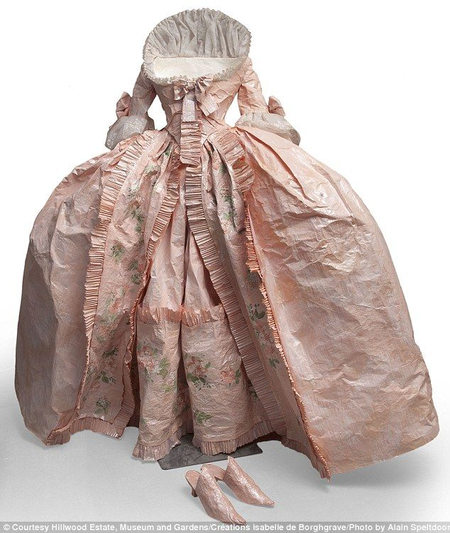 Dress made entirely of paper by Belgian artist Isabelle de Borchgrave