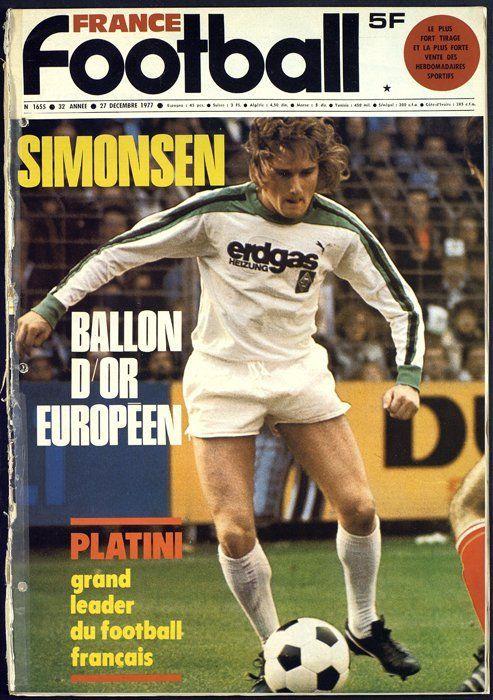 France Football magazine in Dec 1977 featuring Allan Simonsen of Borussia Moenchengladbach on the cover.