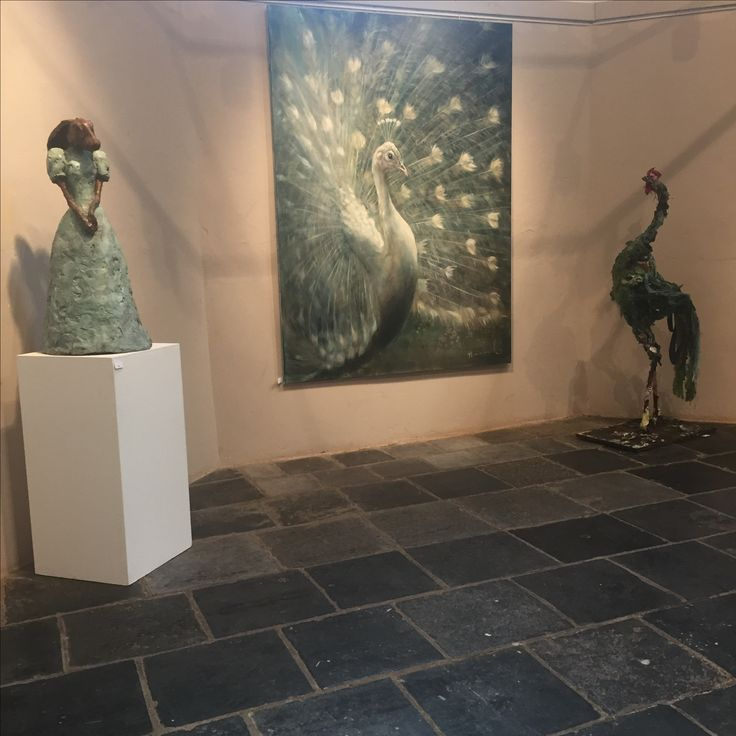 Sculptures and peacock painting by Nanouk Weijnen