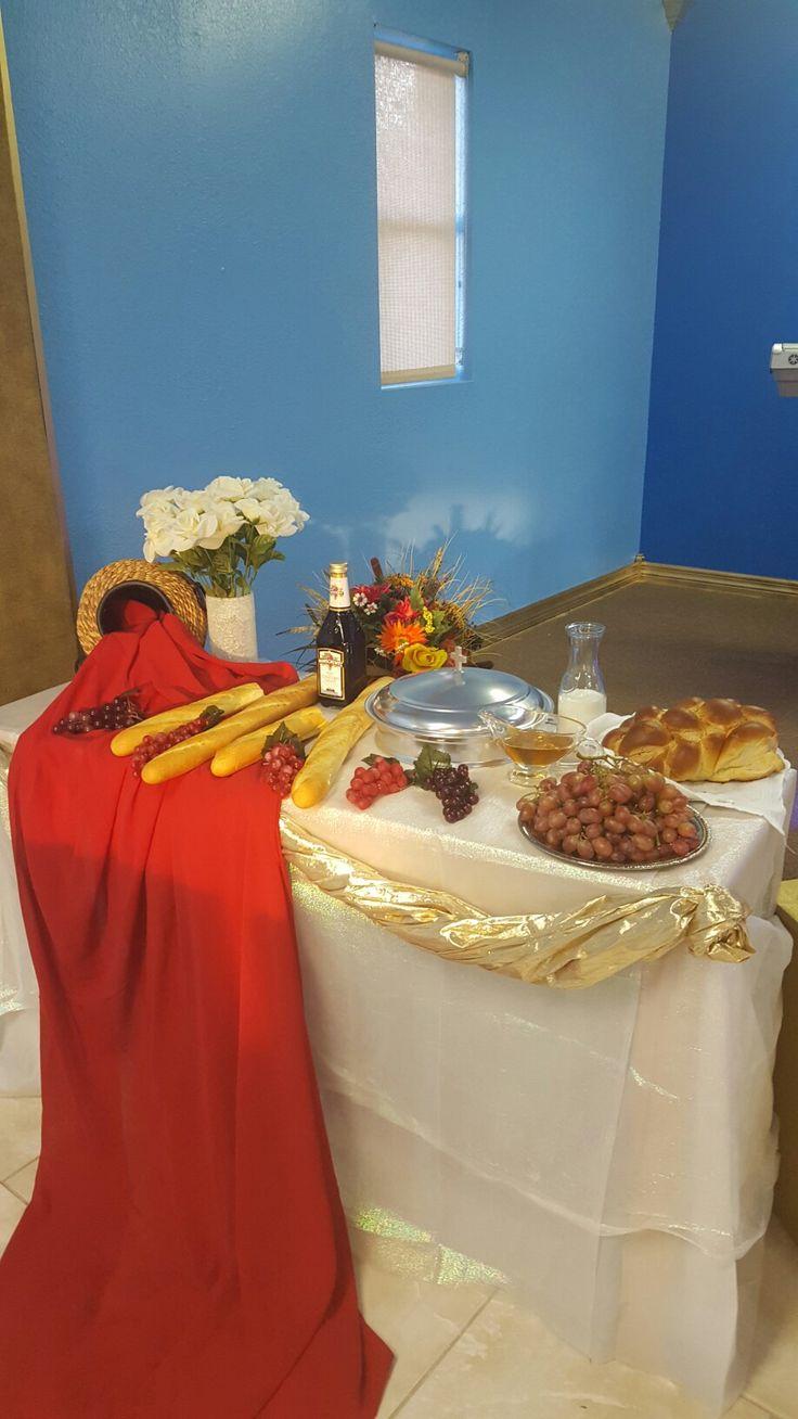 Mesa decorada para la santa cena del Señor. Segadores de Almas Christian Center  8020 Maloren St. Riverview, Florida 33578