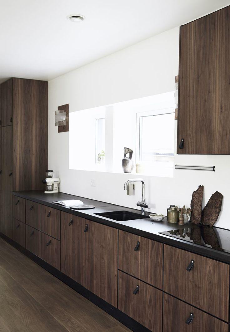 Obsession une cuisine am nag e bois et noir villas for Cuisine amenagee noir