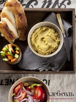 Хумус с овощным салатом