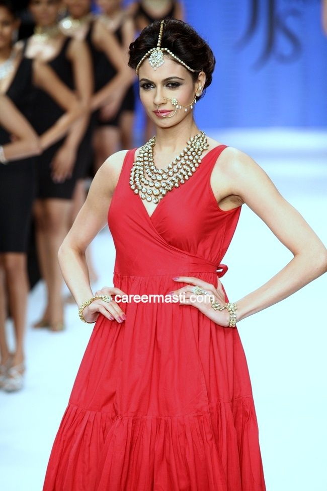 Simran Kaur Mundi showcases jewellery creations by Jaipur Jewellery   @ India International Jewellery Week, 2012