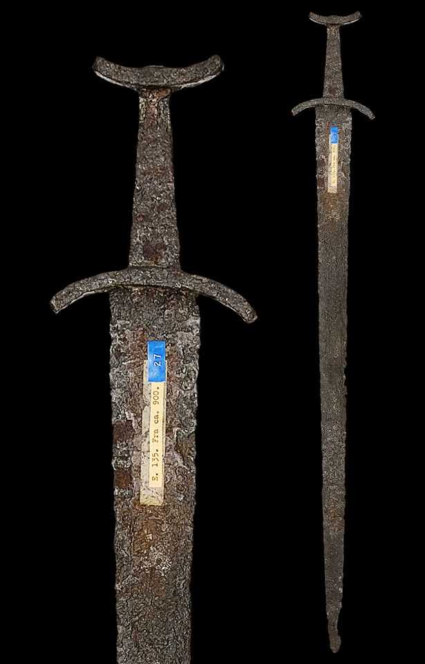 """myArmoury.com A Viking Sword of Petersen Type L (Variant), first half of the 10th century  Overall length: 89 cm (35""""); Blade length: 77.3 cm (30.4"""")"""