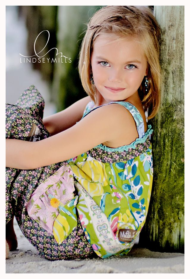 want one like this of maddi.  like the bark/pole?? cute outfit and pose