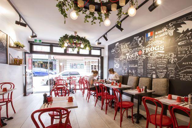 Estúdio Lorena Couto se inspira em:  cores, restaurante Four Frogs | Morris Selvatico
