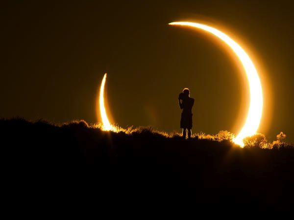 L'eclissi 'anello di fuoco'  e la girandola arcobaleno