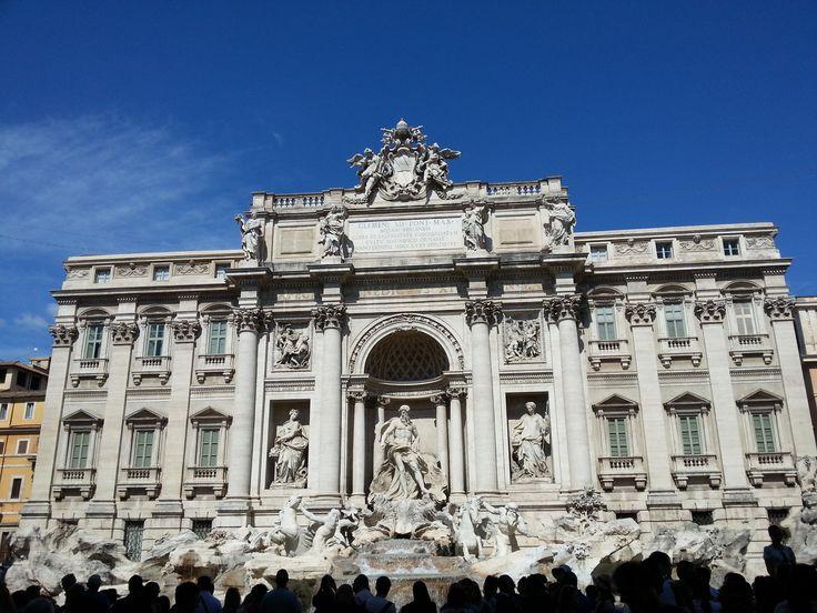 """Trevi Fountain - Fontana di Trevi - Fuente de Trevi Dicen de ella que es """"la fuente más bella del mundo"""",  sus aguas brotan en este rincón de Roma desde hace más de 2.000 años."""