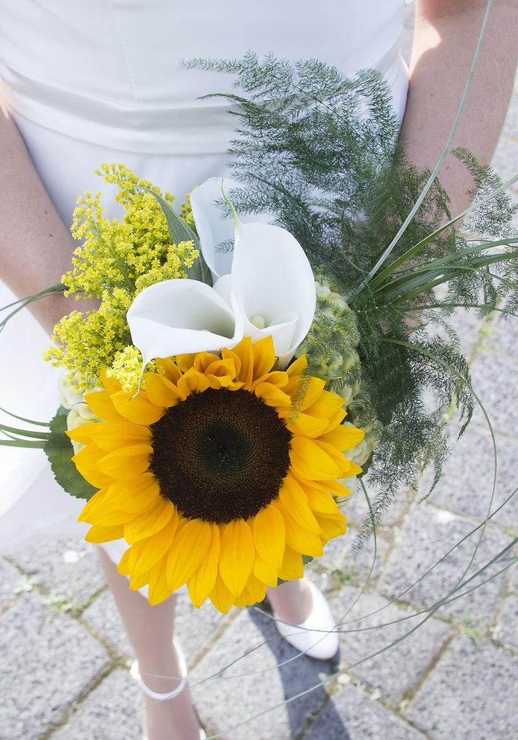 Iets heel anders; een zonnebloem in je bruidsboeket #weddingbouquet #bruidsboeket
