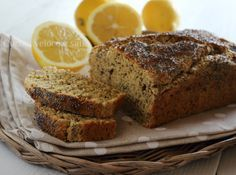 Plumcake al limone e semi di papavero, un dolce leggero preparato con ricotta, e dal sapore originale, grazie alla presenza dei semi di papavero.