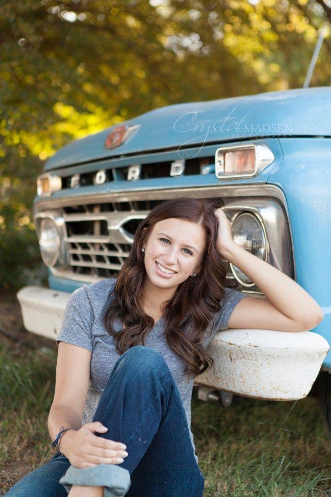 Outdoor Senior Picture Posing Ideas | Beautiful Spokane Outdoor Senior Photos - Crystal Madsen Photography