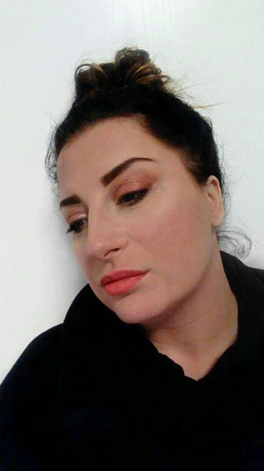 Mein Look heute...  Primer Creme Foundation - Velour  Mineral Perfection Concealer - Scarlet  Mineral Rouge - Scandalous  Mineral Pigment - Heartbroken Splurge Creme-Lidschatten - Elegant  Kajaleyeliner - Prim Lipliner - Peachy  Lidschatten Palette Nr 1 - Augenbrauen - Forthright   #makeup  #naturalbased #lookoftheday #picoftheday #makeupfun  #doityourself #diy #photograph #lips #bestmakeupever  #bestjob  #behappy  #creative  #beyou  #bedifferent #beoutstanding