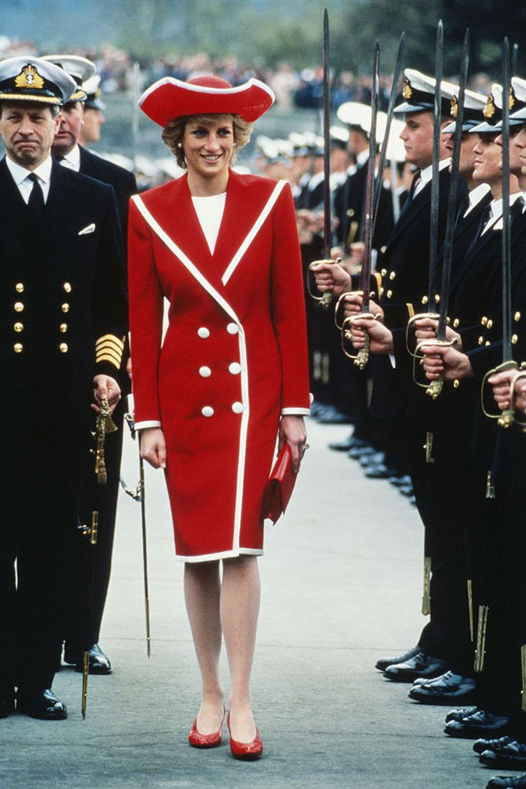 Princess Diana: 1989 who could ever look so good in a pirate like hat awesome outfit.