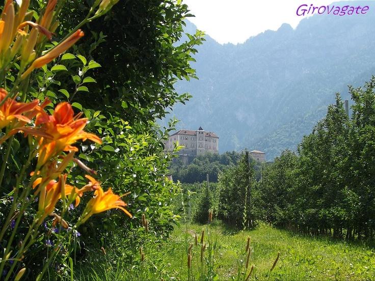 Thun Castle trough apple-orchards, Val di Non