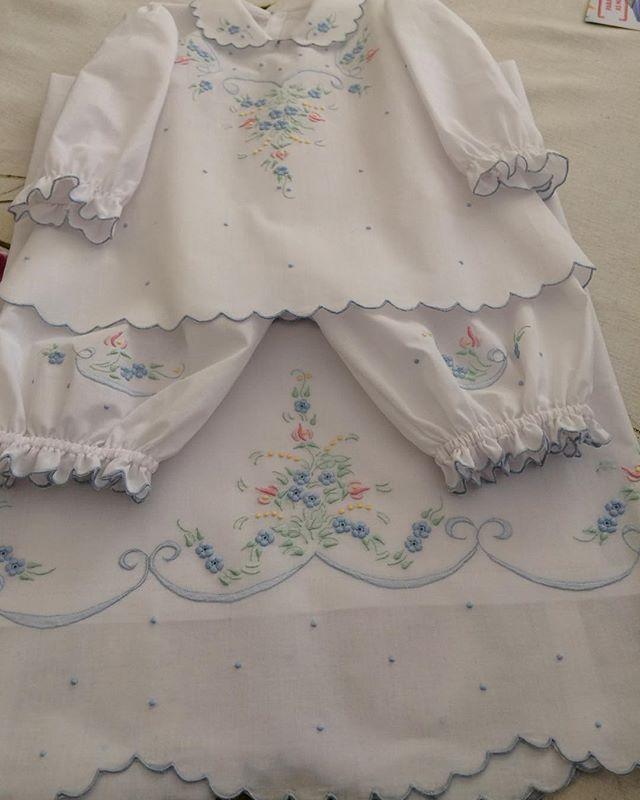 Artesã (bordados para cama, mesa e banho, com richelieu);  Contato: (84) 9.9927-2825;  Entrega dentro e fora do país.
