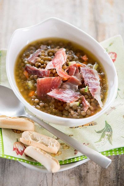 ngredients for 4 people  250g of lentils  1 carrot Half an onion 1 clove garlic Half fennel bulb Half tomato 1 laurel leaf A pinch of thyme 50g of ham Salt and pepper Extra virgin olive oil Half TSP sweet cayenne 1 TSP flour  For the garnish 70g of Iberian Ham cut in strips