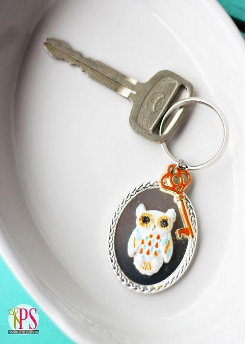 Owls are trending! http://www.waltox.nl/sleutelhanger-uiltjes.html DIY Owl Key Chain with Martha Stewart Jewelry