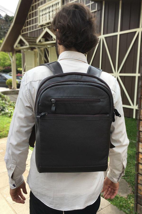 85f71182c Mochila masculina couro para notebook Bennemann. Mochila de couro de alta  qualidade com design minimalista