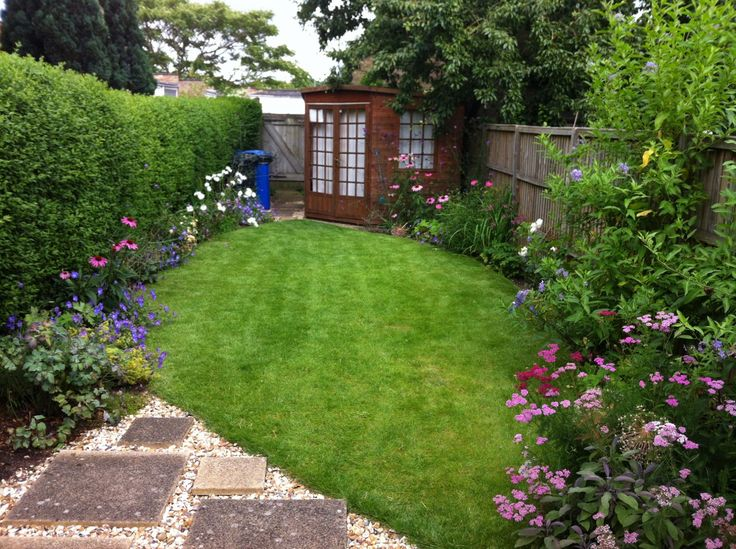 small terraced house english garden