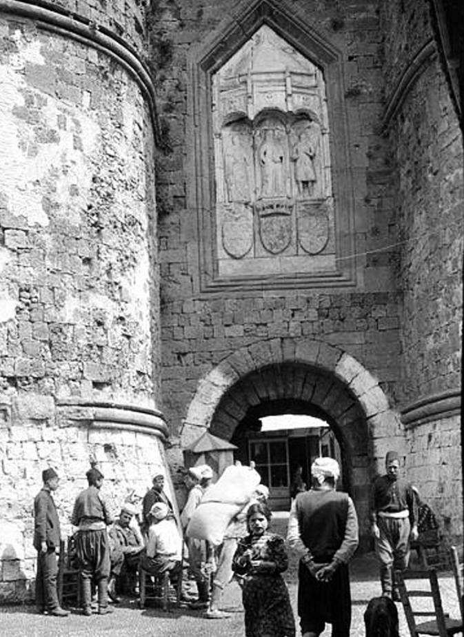 ΡΟΔΟΣ 1911 - ΑΡΧΕΙΟ ΓΑΛΛΙΚΟΥ ΥΠΟΥΡΓΕΙΟΥ ΠΟΛΙΤΙΣΜΟΥ [Το 1911 η Ρόδος είναι ακόμη υπό την κυριαρχία της Οθωμανικής Αυτοκρατορίας ] .