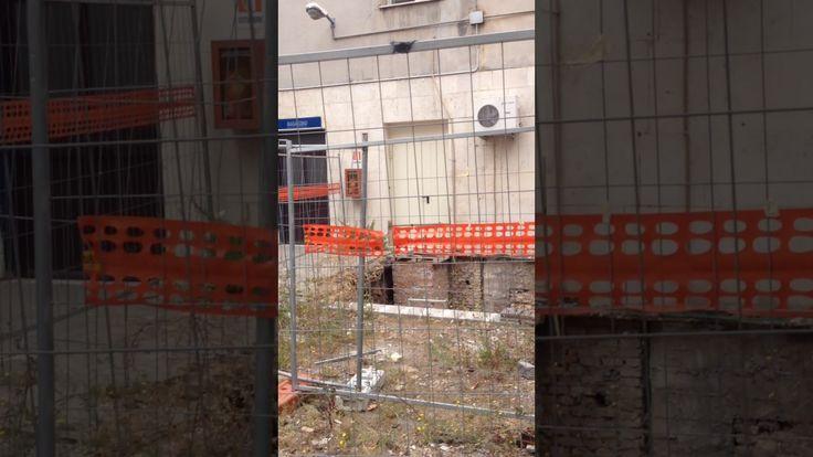 ALL'OSPEDALE CTO DELLA GARBATELLA, PORTE EMERGENZA NEL VUOTO E BUCHE APERTE Incredibile ma vero. All'ospedale Cto della Garbatella (altro ospedale strorico che vogliono far morire) ci sono due porte di emergenza che aprono nel vuoto e un cantiere con una buca per le scale antincendio aperta da due anni. Ma se scoppia un incendio che succede? Vergogna #ZeroZingaretti