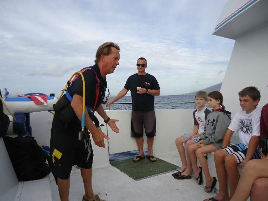 Jamie giving the morning instruction for the SNUBA group. Four Winds II Snorkel at Molokini - Wailuku - Reviews of Four Winds II Snorkel at Molokini - TripAdvisor