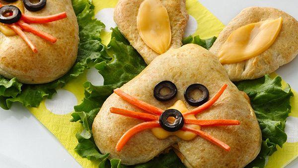 How to Make Bunny-Shaped Pizza Pockets for Easter |Foodbeast  RECIPE http://www.foodbeast.com/2014/04/16/how-to-make-bunny-pizza-pockets-for-easter/