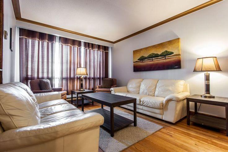 Δείτε αυτήν την υπέροχη καταχώρηση στην Airbnb: LARGE HOME, 3 BED ROOM, SUPER CLEAN IN MONTREAL - Σπίτια προς ενοικίαση στην/στο Μόντρεαλ