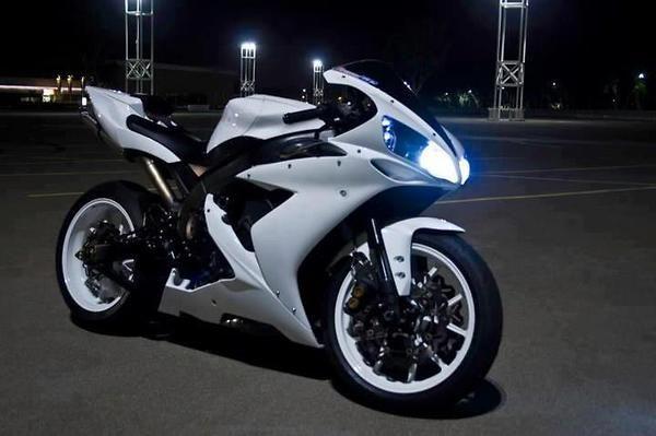 white motorcycle yamaha