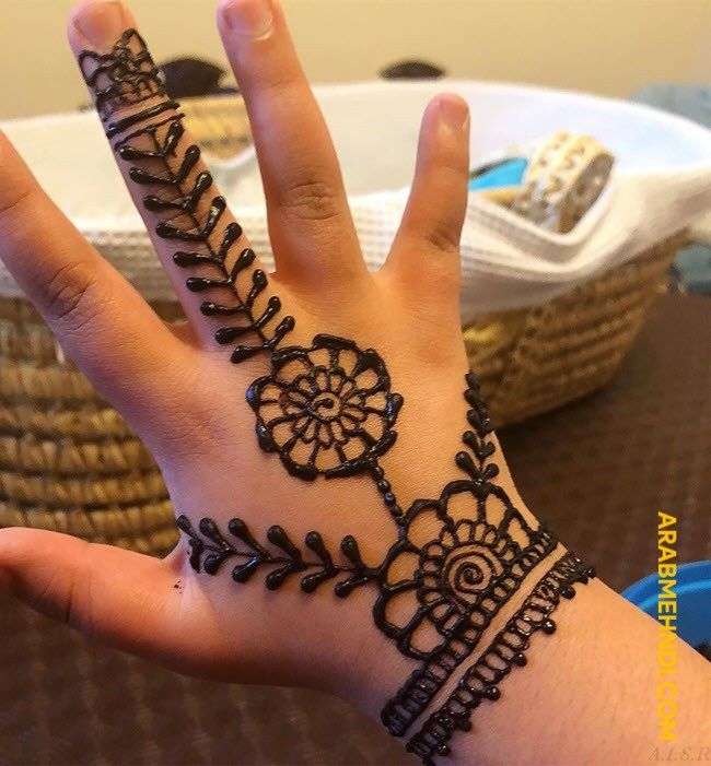 simple mehendi design for kids
