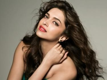 If You Want To Know Pretty Girls And Also Popular In The World Now You Can Checking Here With Top 10 Best Actresses In Bollywood 2014