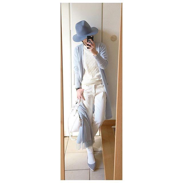 kuualoha1902#instafashion#ootd#outfit#coordinate#fashion . blue×white . 昨日は天気が良かったからロングカーデでもいけるかなと思ったけど、やっぱり寒くてこの上からトレンチ着てストール巻き巻きしてました^^; ケーブルニットの下も極暖… . 先日セルフカットしたホワイトデニムをまた履きました。 最近ジョガーパンツよりカットオフな気分です。 . . #フェルトハット#heather#ロングカーデ#ギャルリーヴィー#GALERIEVIE#ケーブルニット#ユニクロメンズ#ホワイトデニム#カットオフデニム#セルフカット#fabiorusconi#ファビオルスコーニ#白バッグ#zara#ザラ#PhilippeAudibert#フィリップオーディベール#danielwellington#ダニエルウェリントン #今日のコーデ#シンプルコーデ#上下ユニクロ#プチプラ . .