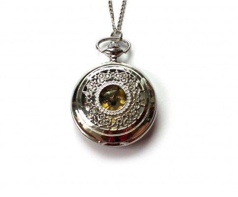 Vintage hodinky na retiazke strieborné s ornamentom. Vintage silver pocket watch necklace. #womanology #jewelry #accessories #pocketwatch #vintagewatch