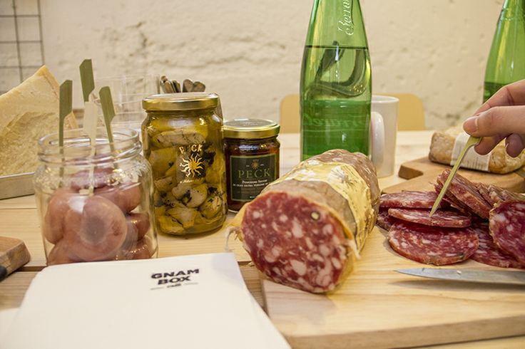 PhotoCredit by @Gnam Box  Happy #lunch with salame, cipolle rosse e carciofini di Paestum by #Peck