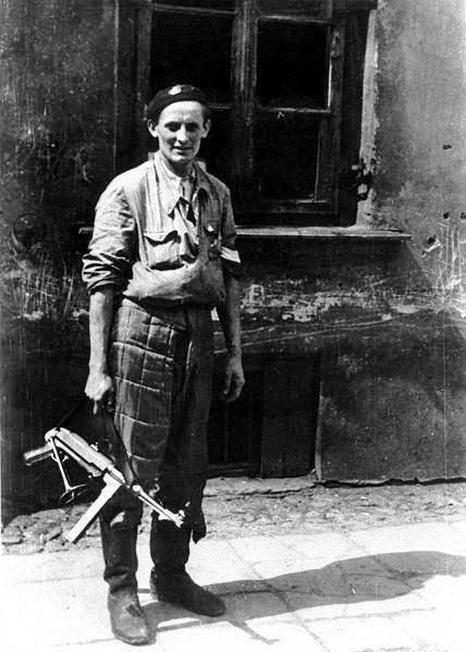 """Corporal Roman Marchel """"Rom"""" from the assault group PWB / 17 / S with a captured MP-40."""
